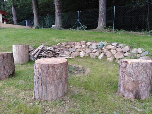 Odpočinkové místo v přírodní zahradě
